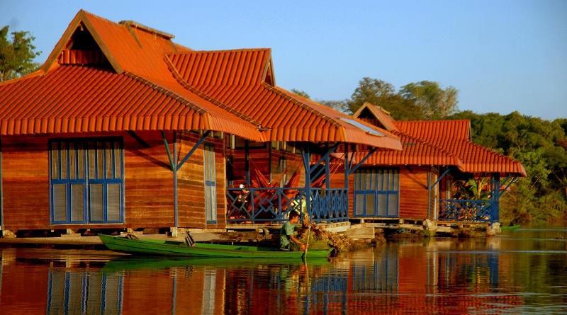 Uacari Lodge - responsible tourism example Brazil
